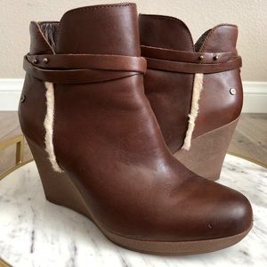 d19246354d1e Ugg Stout Brown Ankle Wedge Booties Size 5.5